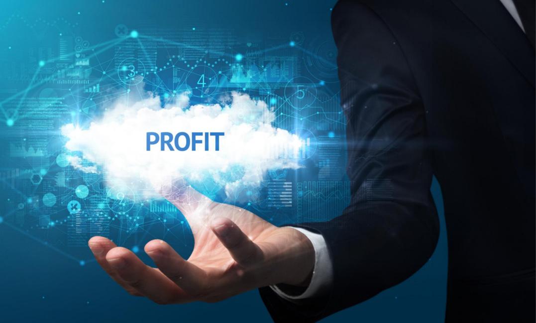 Das Bild zeigt den Arm eines Businessmannes, der nach dem Profit greift und die zahlreichen Beziehungen, die dem wirtschaftlichen Erfolg zugrunde liegen, in den Hintergrund stellt. Der Weg zu dauerhaftem Erfolg geht aber über Kundenfokus statt Egozentrik. Kundenfokus
